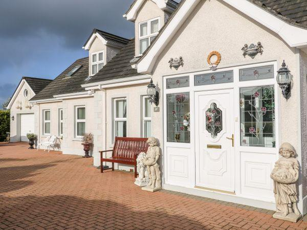 Lough Neagh Cottage in Co Londonderry