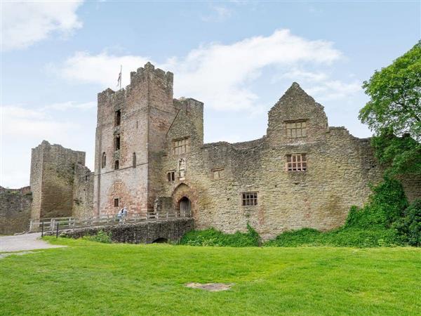Ludlow Castle Lodgings - Comus in Shropshire