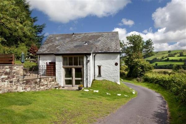 Madog Barn in Powys