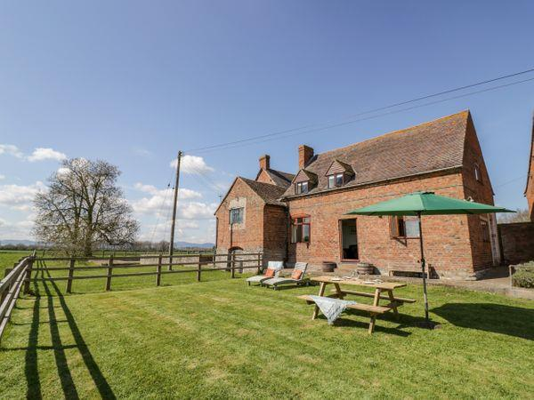 Manor Farm Cottage in Worcestershire