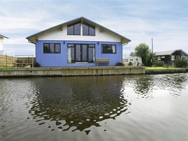 Martham Ferry Boat Yard - Ferry Cottage in Norfolk