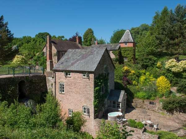 Mill Cottage in Worcestershire