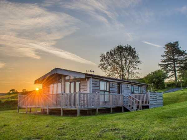 Moonrise Lodge - Swallow Lodge in Shropshire