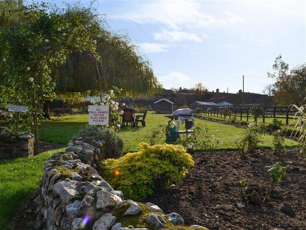 Moor Farm Stable Cottages - Pond Cottage in Foxley, near Fakenham, Norfolk