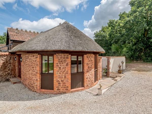 Muddifords Court Country Cottages - The Roundhouse in Devon