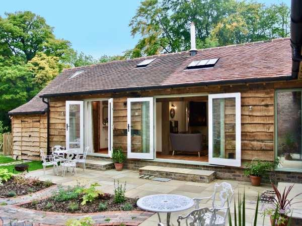 Nest Holiday Hideaway - Dove Cottage in Shropshire