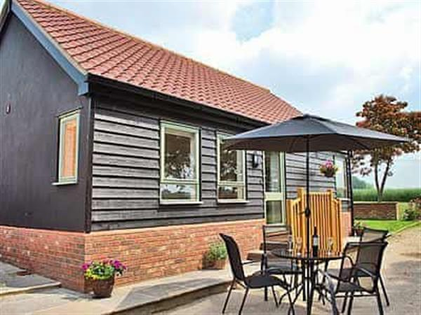 New Waters Holiday Cottages - Chestnut Cottage, Wortham, near Diss
