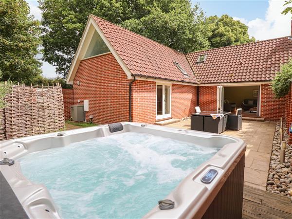 Oak Tree Lodge, Crostwick, Norwich with hot tub