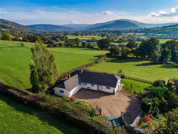 Old Orchard Bungalow in Scethrog, Powys