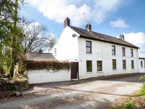 Old Railway Inn Cottage in Maesycrugiau near Llanllwni, Dyfed