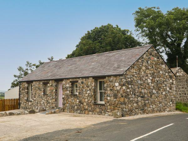 Old Shop Cottage, Limavady with hot tub
