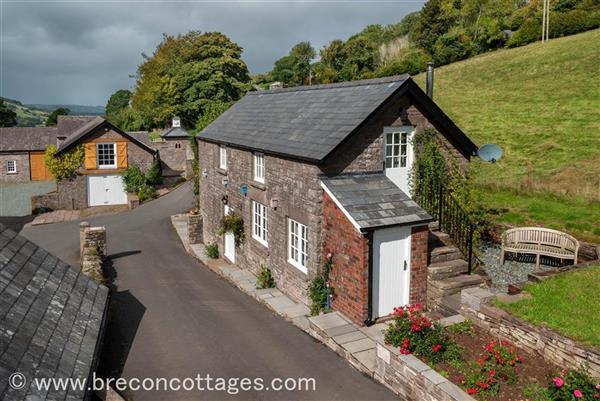 Orchard Cottage in Bwlch, Powys