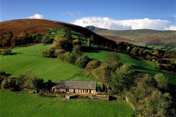 Pen Yr Heol Barn in Powys