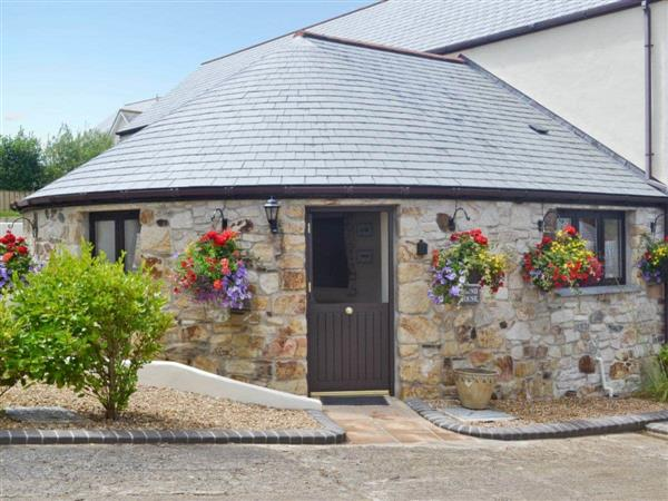 Pencrennow Farm Cottages - The Roundhouse in Cornwall