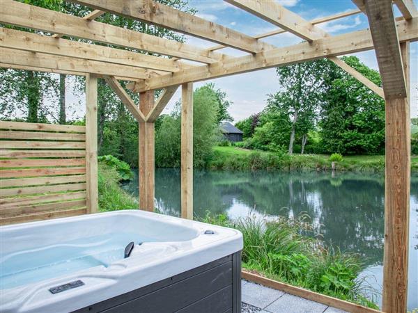 Ponsford Ponds - Moor Hen Shepherd Hut, Knowle, near Cullompton, Devon with hot tub