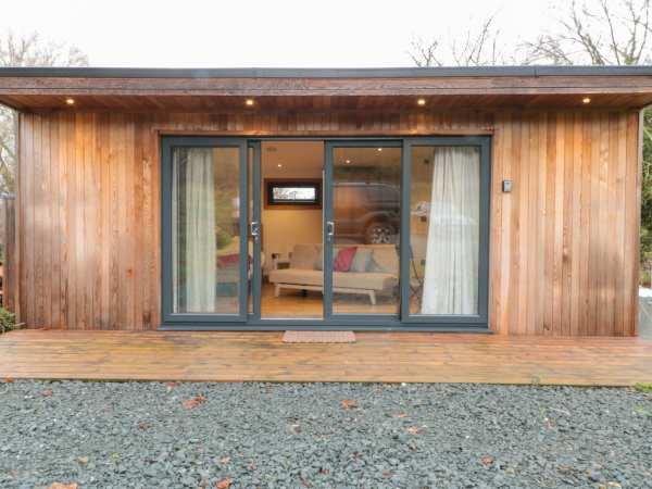 Riverside Sporting Cabin in Herefordshire