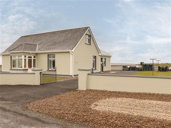 Sea View Lodge in Clare