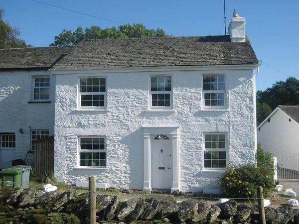 Smithy Cottage at Bowland Bridge, Bowness - Cumbria