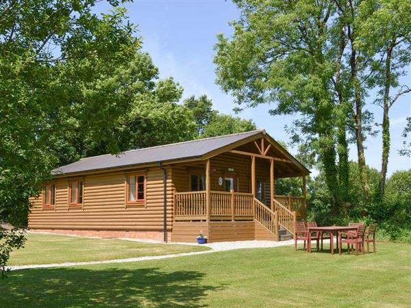 Stowford Lodge Holiday Cottages - Tarkas Holt Log Cabin in Devon