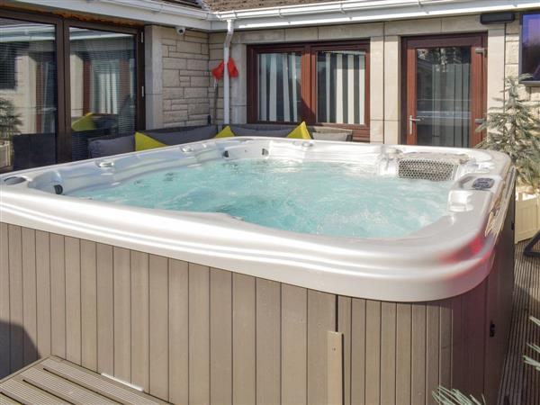 Strathaven Holiday Park - Tropical Dreams, Strathaven, Lanarkshire with hot tub