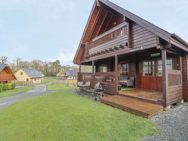 Sun View Lodge, Llanbedr with hot tub
