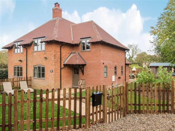 Swardeston Cottages - Cowslip Cottage, Swardeston, near Mulbarton, Norfolk with hot tub