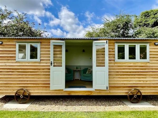 The Heavenly Hut, Alkborough, near Scunthorpe, South Humberside with hot tub