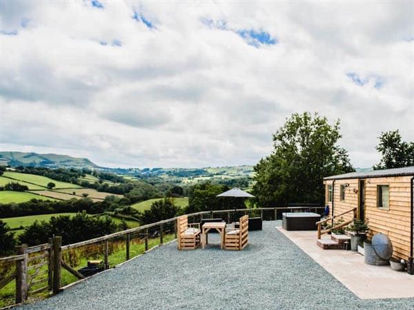 The Mamgu Lodge in Mochdre, near Newtown, Powys