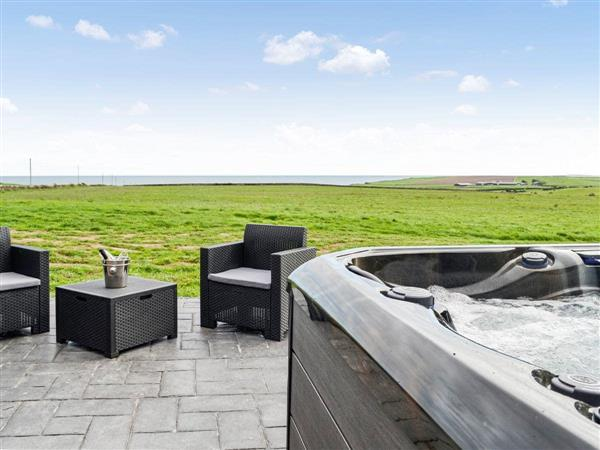 The Seaview Snug, Whithorn, near Newton Stewart, Wigtownshire with hot tub