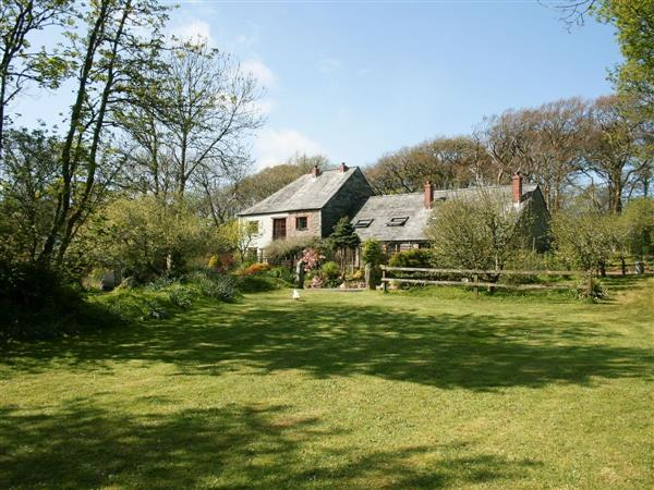 Trenannick Cottages - Roundhouse in Cornwall