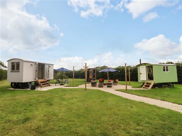 Two Hoots Huts, Faringdon