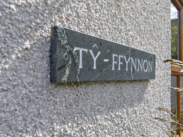 Ty Fynnon Cottage, Penmaenmawr, near Conwy, Gwynedd with hot tub