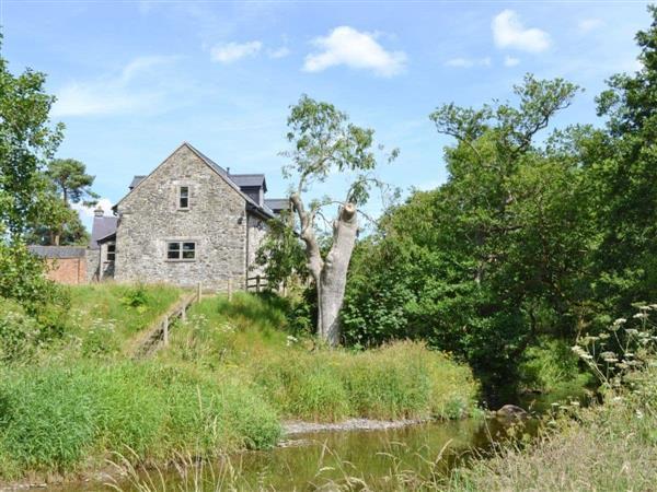 Ty-Rhyd, Pedairffordd, Powys.