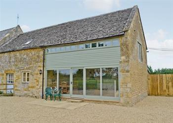 Upper Fields Farm -The Tractor Shed in Gloucestershire