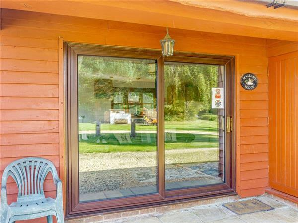 Wagtail Fishery - Lodge 4 from Cottages 4 You