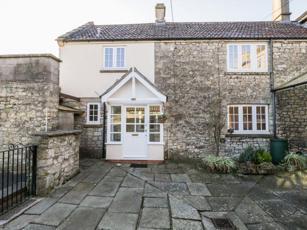 Walnut Cottage in Avon
