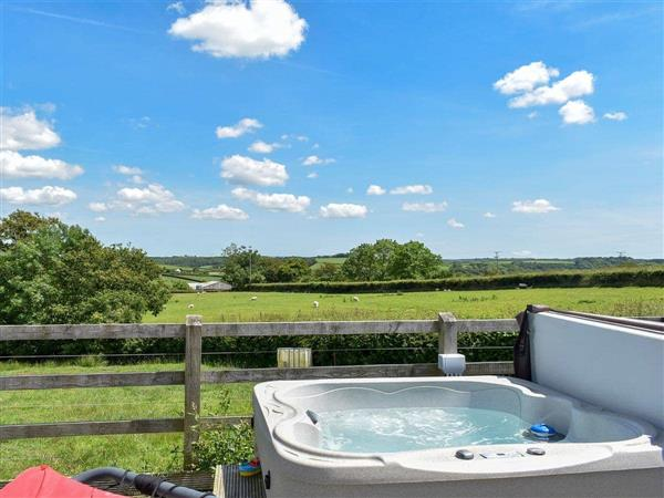 Well Farm Holiday Cottages - Rivendell Glamping Pod in Holsworthy, near Launceston, Cornwall