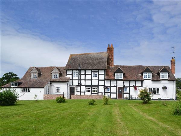 White House Farmhouse in Worcestershire