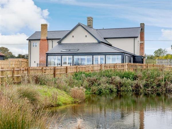 White House Lodges - Heveningham Farmhouse in Suffolk