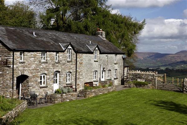 Whitewalls in Llangattock, Powys