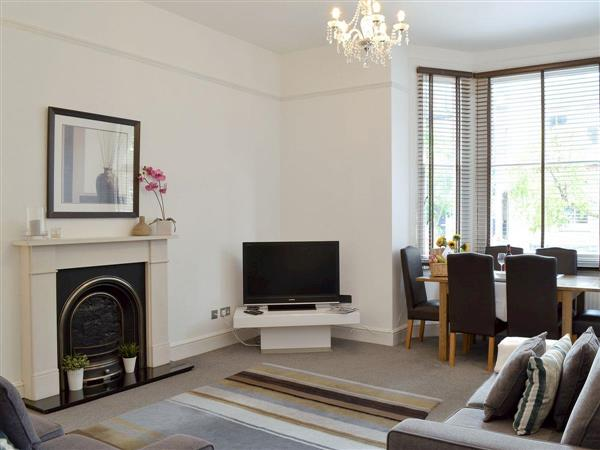 Wimbledon Village Apartment in London