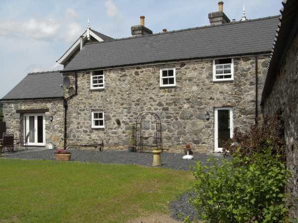 Y Bwythyn at Henfaes in Gwynedd